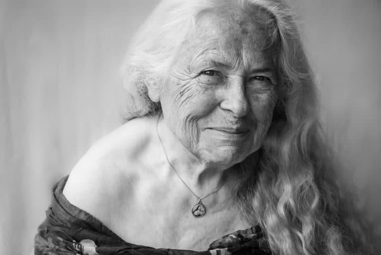 Portrait-femme-âgée-80-ans-magnifique