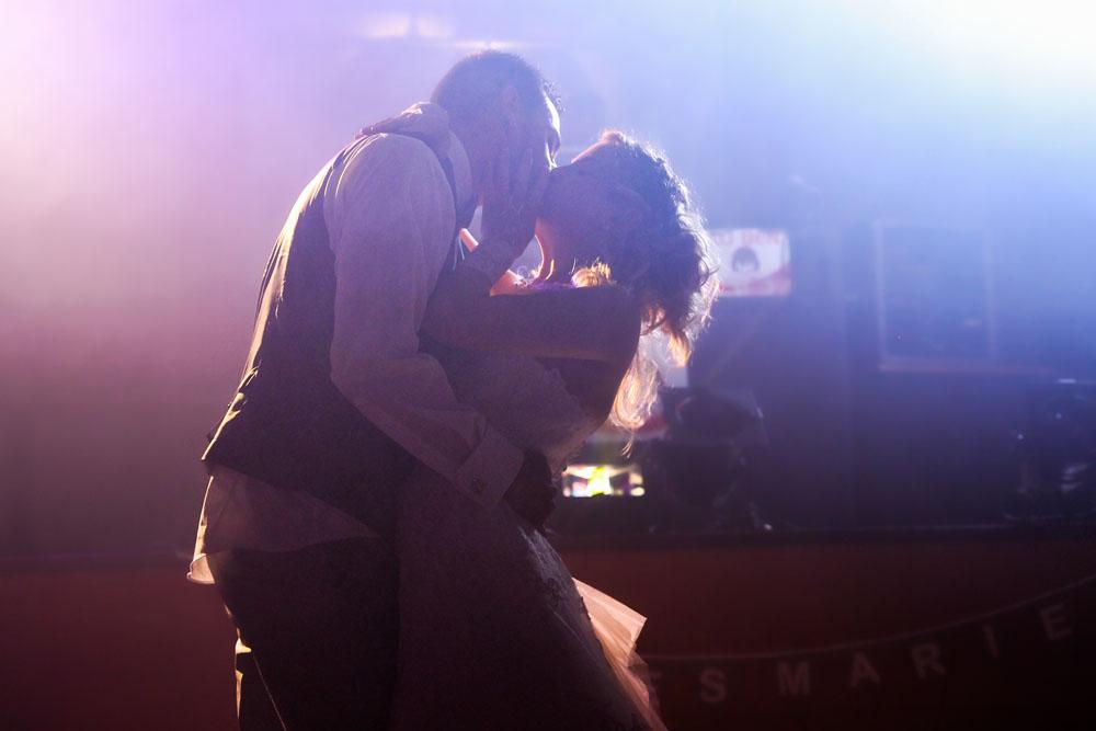 mariés-baiser-danse-dancefloor