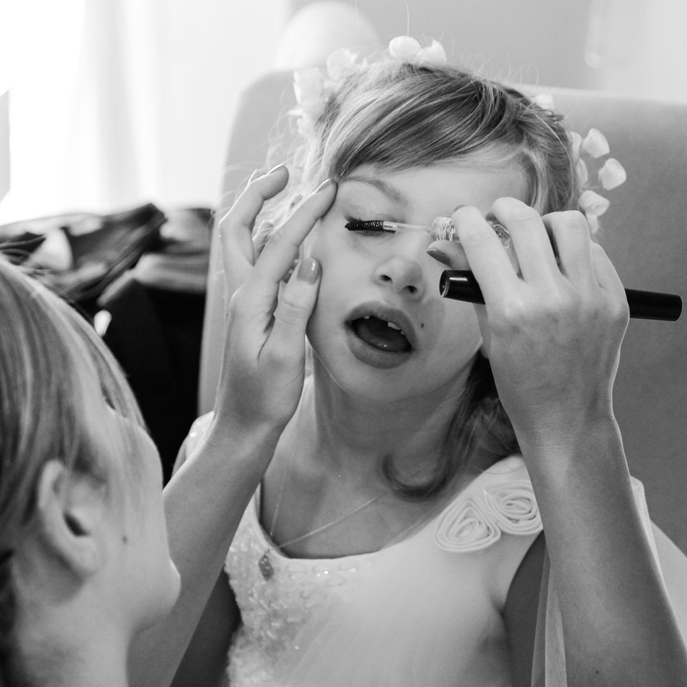 petite-fille-maquillage-pour-mariage