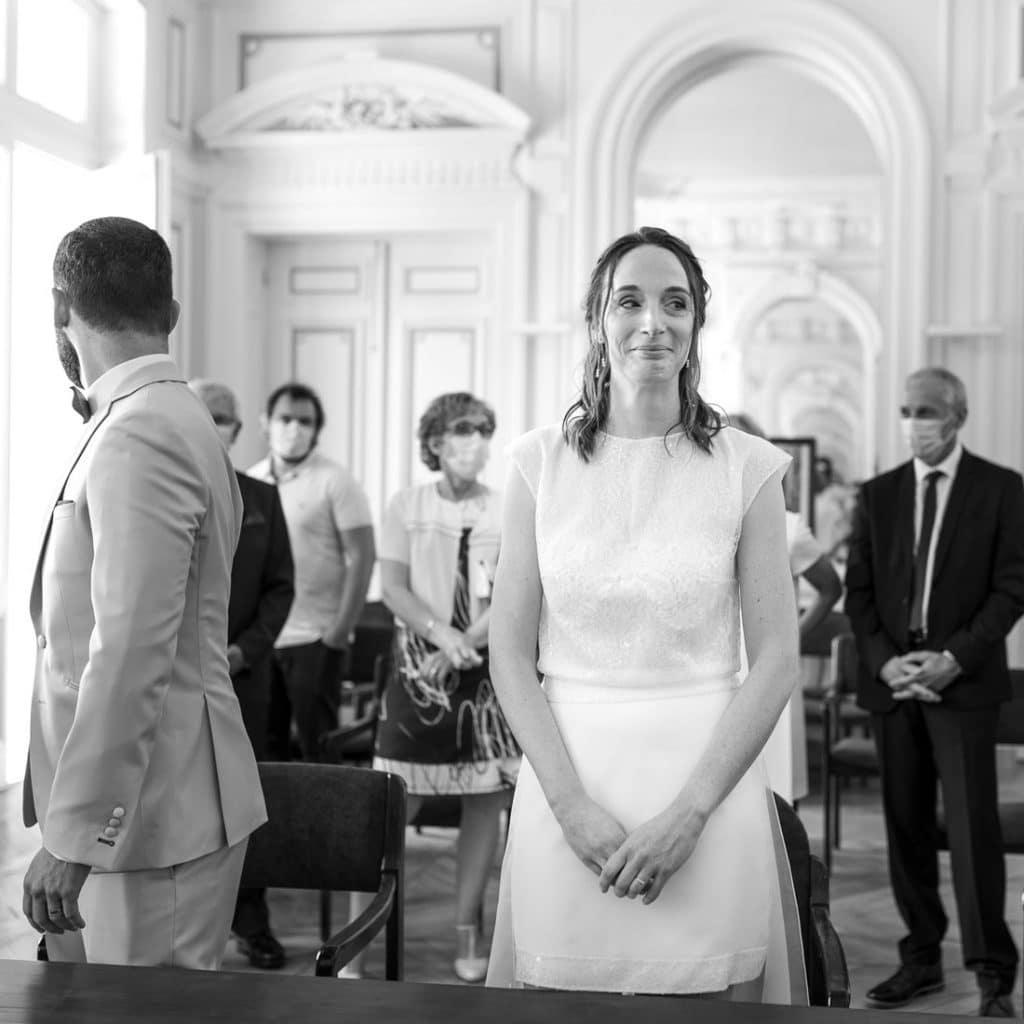 Mariée-mairie-regard-interrogatif